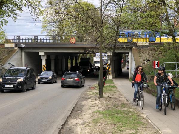 Rowerzyści nie chcąjeździć w tłoku pomiędzy samochodami, tak jak sobie to lata temu wydumały władze Gdańska. Tu potrzeba rozwiązań, a nie wymówek.