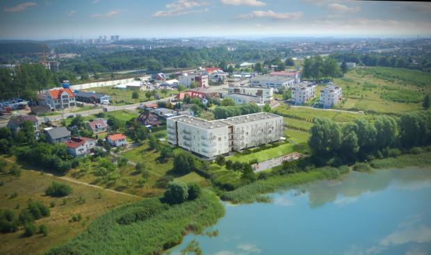 W czterokondygnacyjnym budynku powstanie w sumie 50 mieszkań. Odbiór planowany jest na III kwartał 2019 roku.