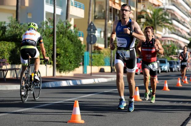 Duathlon, czyli połączenie biegania z rowerem to znakomite rozwiązanie dla tych, których do triathlonu zniechęca pływanie.