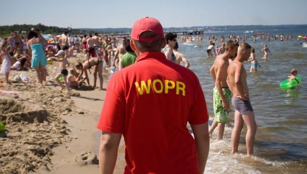 Gdańsk, Gdynia i Sopot poszukują do pracy ratowników wodnych na lato.
