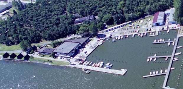 Przystań jachtowa Jachtklubu Stoczni Gdańskiej w Górkach zachodnich miała być rozbudowana na cumowanie tam około 235 jednostek. Obecnie jednak inwestycja jest pod znakiem zapytania.