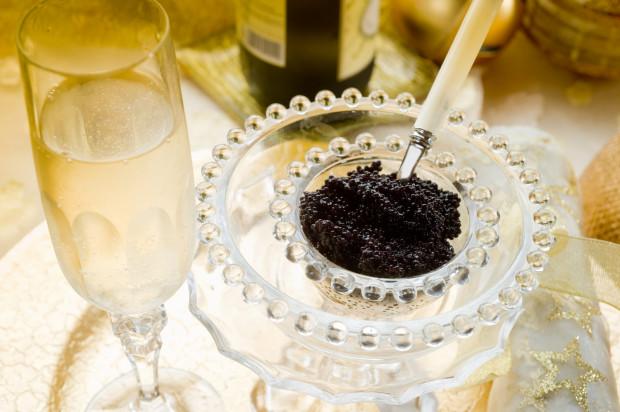 Kawior w restauracjach występuje zazwyczaj jako dodatek do dań głównych, zup i przystawek.