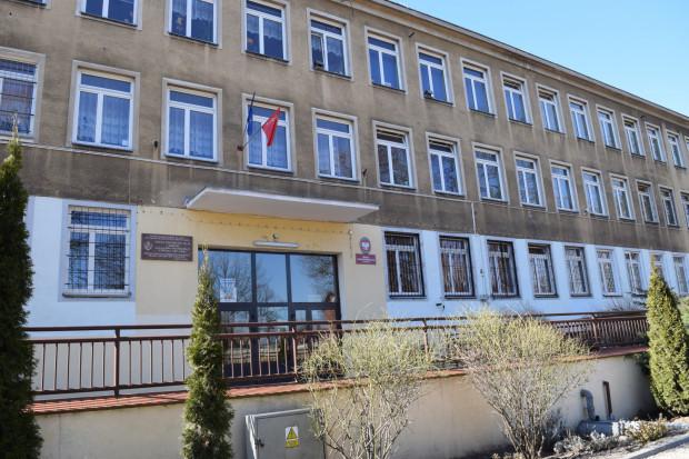 Tysiąclatki to budynki szkolne wzniesione w ramach programu oświatowego realizowanego w czasie jubileuszu Tysiąclecia Państwa Polskiego na przełomie lat 50. i 60.