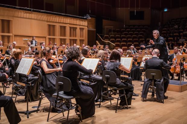 Christian Zacharias, który poprowadził Orkiestrę Polskiej Filharmonii Bałtyckiej podczas piątkowego koncertu, pełni funkcję rezydenta tegorocznego Gdańskiego Festiwalu Muzycznego.
