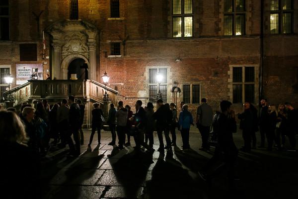 Na większość atrakcji Nocy Muzeów wstęp jest bezpłatny, w niektórych kosztuje symboliczną złotówkę. Organizatorzy przygotowali również darmową komunikację w Gdańsku i Gdyni.