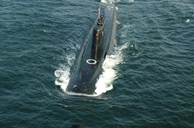 Dawno niewidziany widok: okręt podwodny Orzeł na pełnym morzu.