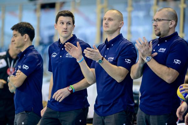 Dla Piotra Grabana (drugi od prawej), przy współpracy z Andreą Anastasim plusem jest to, że wcześniej asystował już włoskiemu szkoleniowcowi. W Atomie Treflu pracował z Lorenzo Micellim (pierwszy od lewej).