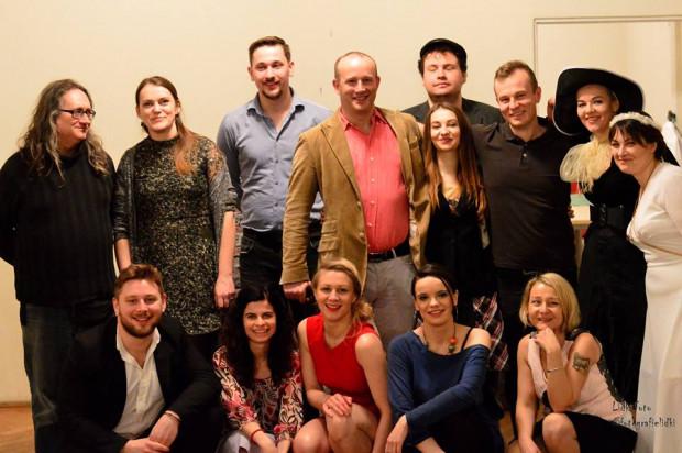 Grupa tworząca Teatr Re:Akcji.