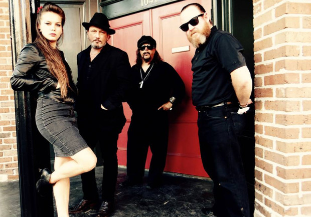 Ghalia feat. Johnny Mastro & Mama's Boys to połączenie przesterowanego gitarowego bluesa z zadziornym, kobiecym wokalem.