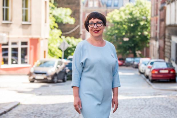 Elżbieta Jachlewska została kandydatką Lepszego Gdańska na prezydenta Gdańska. Jest ekonomistką, absolwentką  europeistyki. Od 25 lat zarządza finansami w firmach i organizacjach. Ekspertka prawa pracy, rachunkowości i przedsiębiorczości, przez 15 lat prowadziła własną działalność gospodarczą.  W zeszłym roku przyjęła propozycję objęcia funkcji prezeski w Stowarzyszeniu Biało-Zielone, promujące kobiety grające w piłkę nożną. Mężatka, matka dwojga dzieci.