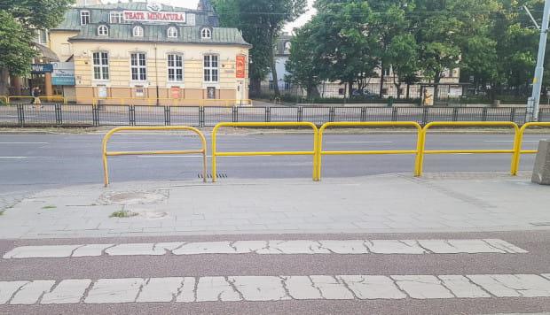 Przejście przy Teatrze Miniatura czeka na odtworzenie co najmniej od 2012 r.