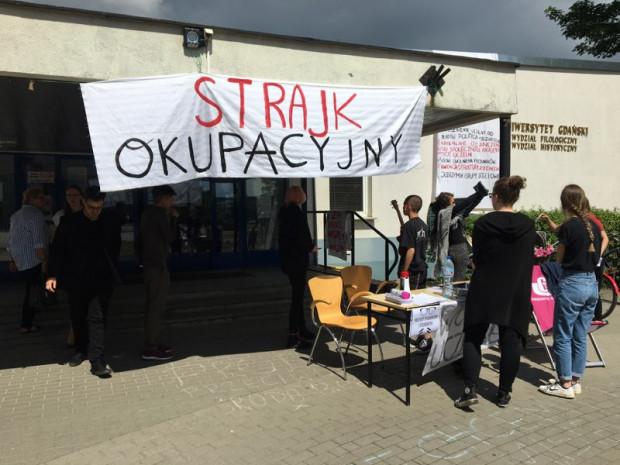 Pod Wydziałem Filologiczno-Historycznym trwa protest okupacyjny studentów.