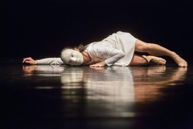 """Bardzo ciekawy spektakl przygotowali tancerze Opery Bałtyckiej. """"Poniżej poziomu morza"""" to przejmująca, budowana na kontraście i inteligentnie skonstruowana opowieść o depresji."""