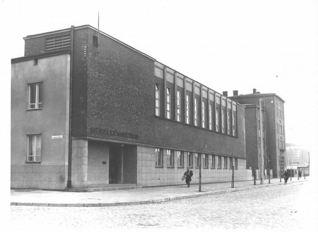 Dom Marynarza Szwedzkiego jest inny niż większość modernistycznych gmachów, które powstały przed wojną w Gdyni.