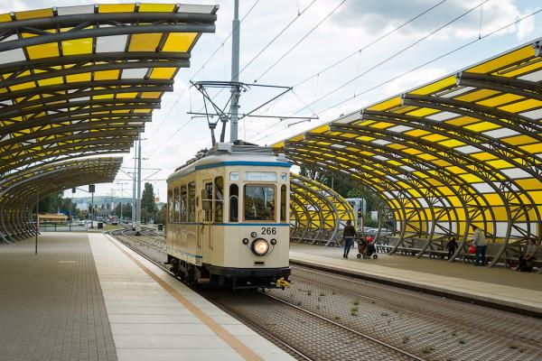 Tramwaje turystycznej linii pojadą m.in. ul. Marynarki Polskiej, obok stadionu piłkarskiego w Letnicy.