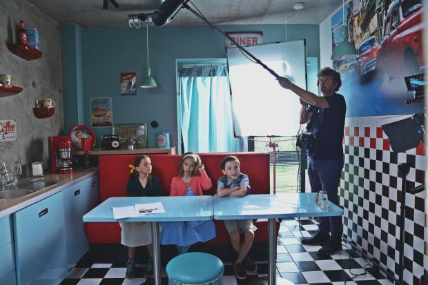 """Praca na planie """"Cinema Adventure"""" trwała 10 dni, a zaangażowanych w nią było 50 dzieci i 17 członków ekipy filmowej. Efektem końcowym jest blisko 40-minutowa produkcja w klimacie fantasy."""