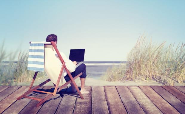 Zgodnie z przepisem na wniosek pracownika urlop może być podzielony na części. W takim przypadku co najmniej jedna część wypoczynku powinna trwać nie mniej niż 14 kolejnych dni kalendarzowych.