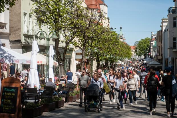 Sopot odwiedza rocznie około 2 mln turystów, duża część z nich korzysta z apartamentów w centrum miasta. Władze Sopotu chciałyby mieć większą kontrolę nad osobami wynajmującymi lokale.