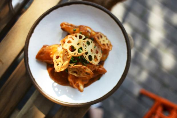 W Neonie dania pięknie wyglądają, ale czy też tak samo dobrze smakują? Na zdjęciu: chilli kurczak