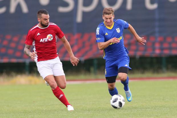 Karol Danielak, choć w zeszłym sezonie grał jako lewy obrońca zapewnia, że znacznie lepiej czuje się po tej stronie boiska, ale w linii pomocy.