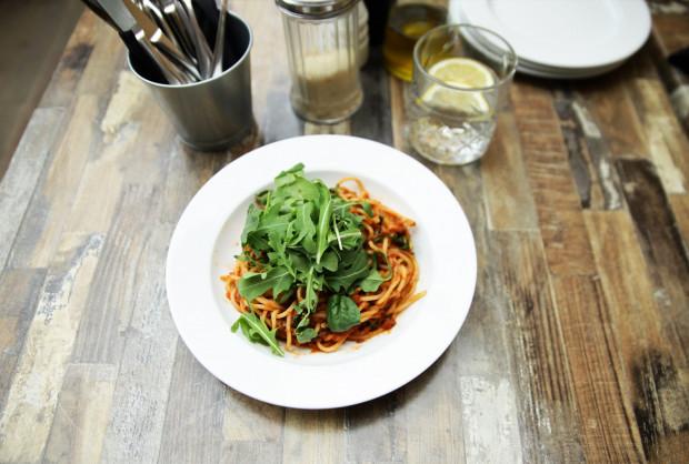 Spaghetti z sosem bolońskim.