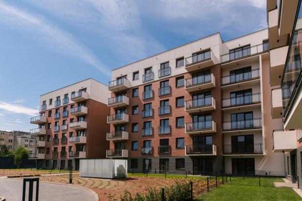 Inwestycja powstała przy ulicy Długa Grobla, w świetnie rozwiniętej części Śródmieścia Gdańska.