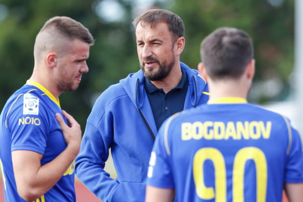 Aleksandyr Kolew razem z trenerem Zbigniewem Smółką musi znaleźć sposób, aby dostawać piłkę bliżej bramki rywali. Na razie w strzelaniu goli wyręczał go m.in. pomocnik Andrij Bogdanow.
