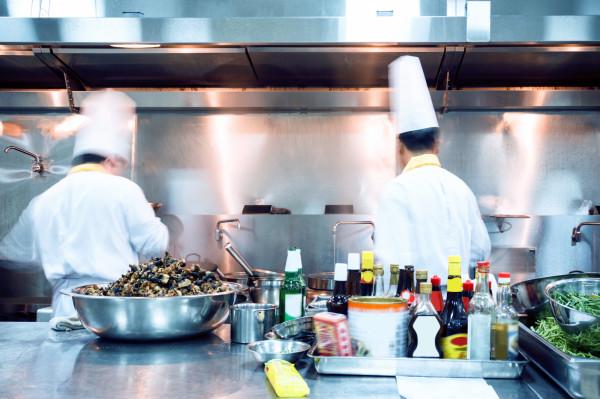 Praca w kuchni zweryfikuje twoją pomysłowość już w pierwszych dniach. Szef będzie wymagać od ciebie ciekawych propozycji, rozwiązania zadania czy szybkiego wybrnięcia z ciężkich sytuacji.