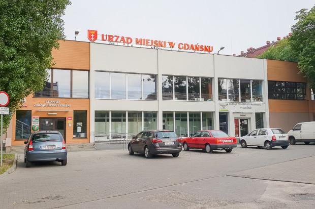 Budynek przy ul. Wyspiańskiego, do którego tymczasowo przeniesiono część stanowisk pracy z budynku C. Mieszczą się tutaj też działy GZDiZ związane z transportem.