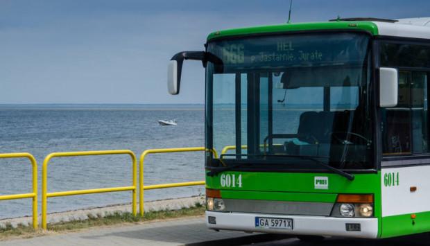 Autobus linii 666 jeździ do Helu już od wielu lat.