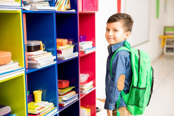 Dyrektorzy szkół będą musieli zapewnić uczniom dostęp do miejsc, w których będą mogli przechowywać podręczniki i przybory szkolne.