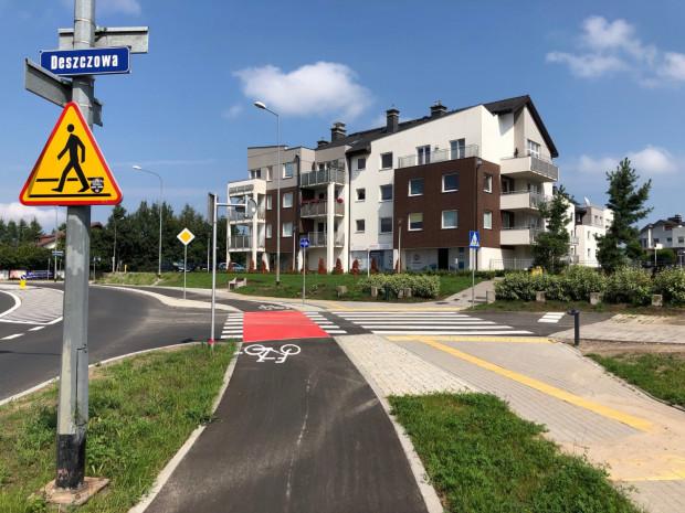 Nowa droga rowerowa w Gdyni Chwarznie-Wiczlinie na pewno ucieszy okolicznych mieszkańców, którzy od teraz mogąsię znacznie wygodniej poruszaćpo dzielnicy rowerem.