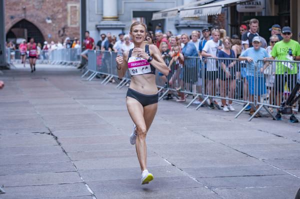 Aleksandra Brzezińska sama nie mogła uwierzyć, że z taką przewagą wygrała bieg kobiet na 5 kilometrów.