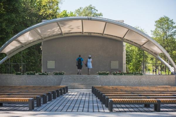 W parku w amfiteatrze odbywają się koncerty - najbliższy będzie 25 sierpnia.