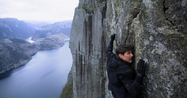 W powietrzu, na lądzie czy w wodzie Tom Cruise udowadnia, że nie ma innej alternatywy dla Ethana Hunta. To aktor wprost stworzony do tej roli, który w najnowszej części dostał w gratisie doskonałe wsparcie koleżanek i kolegów po fachu.