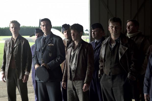 """""""Bitwa o Anglię"""" to nakreślony przez Brytyjczyków, przy drobnym wsparciu Polaków, portret członków elitarnego Dywizjonu 303, który wydatnie przyczynił się do odparcia niemieckiej ofensywy na Wyspy Brytyjskie. Twórcy filmu swoją opowieść koncentrują głównie wokół osoby Jana Zumbacha (Iwan Rheon)."""