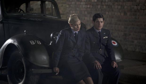 Phyllis (Stefanie Martini) i Jan (Iwan Rheon) są najbardziej charyzmatycznymi postaciami w filmie. Ona próbuje odnaleźć się w świecie pełnym męskiego ego. On pragnie wolności, nie tylko w powietrzu. Pozostałych postaci twórcom filmu już tak nieźle nie udało się naszkicować.