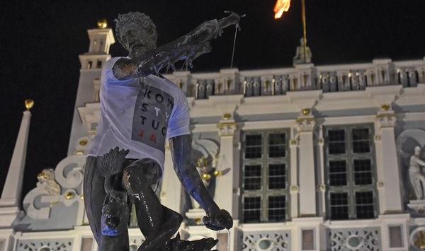 """O tym, że Neptun otrzyma koszulkę """"Konstytucja"""" wiedziały miejskie służby."""
