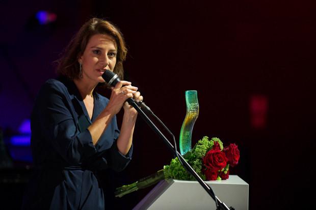 Jako pierwsza statuetkę odebrała Maja Ostaszewska, aktorka i wieloletnia ambasadorka Muzeum II Wojny Światowej za poprzedniej dyrekcji (jej głos znajduje się w polskiej wersji audioprzewodnika po muzeum).
