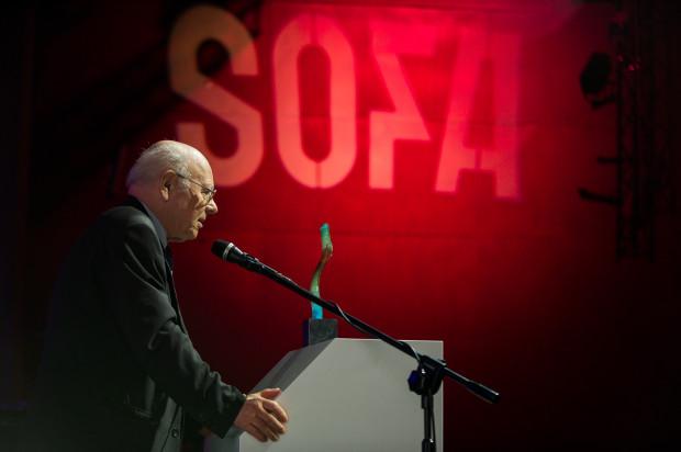 Profesor Krzysztof Pomian był m.in. wieloletnim członkiem jury Nagrody Literackiej Miasta Gdańska Europejski Poeta Wolności (do 2016 roku).