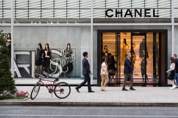 Usługa prywatnych zakupów jest coraz popularniejsza. Klient ceni sobie spokój, komfort zakupów, ekspedienta na wyłączność, możliwość zakupów poza normalnymi godzinami pracy i jest w stanie za to zapłacić.