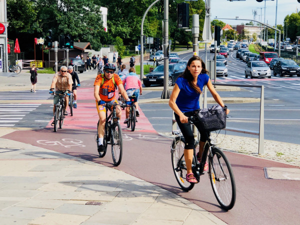 Ruch rowerowy rośnie powoli, ale nieubłaganie. Jak kształtować Trójmiasto, aby więcej z nas chętnie przesiadło sięna jednoślad?