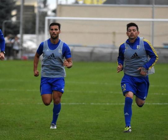 Rogelio Chavez z Meksyku (z prawej) oraz Augustino Baran z Urugwaju przebywają na testach w Arce Gdynia.