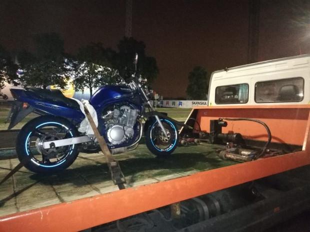 Motocykl odholowany z powodu niesprawnego układu wydechowego.
