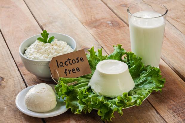 Bardzo ważne jest zrozumienie, że nietolerancja laktozy nie zmusza nas do całkowitej eliminacji nabiału z diety. Na rynku mamy bowiem mnóstwo produktów mlecznych bez laktozy, które są bezpieczne dla osób z nietolerancją.