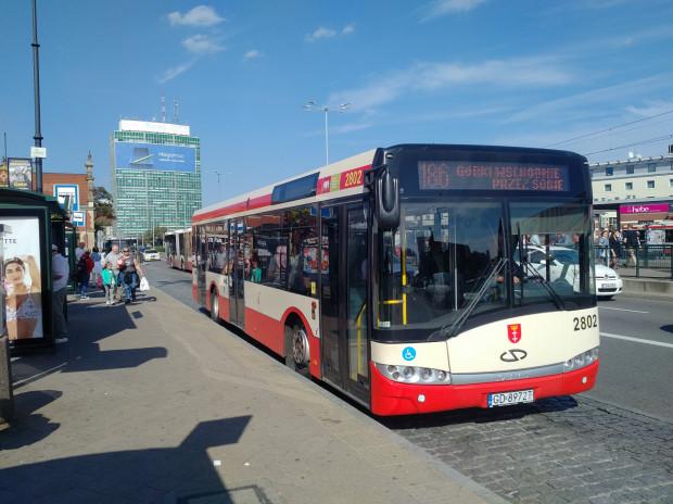 Krótkie autobusy na trasie linii 186 to nowość. ZTM twierdzi, że to jednorazowa pomyłka, która już się nie powtórzy.
