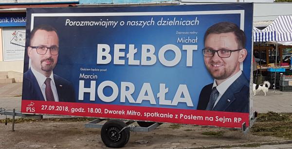 Plakaty polityków PiS w środę zostały już zniszczone.