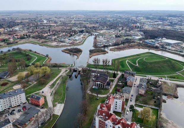 W ramach zagospodarowania Dolnego Miasta powstaną m.in. tereny rekreacyjne na Bastionie Wilk (widocznym z lewej strony) oraz Reduta Wyskok.