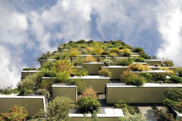 Elewacja znajdującego się w dzielnicy Corso Como w Mediolanie budynku Bosco Verticale. Pionowy las.