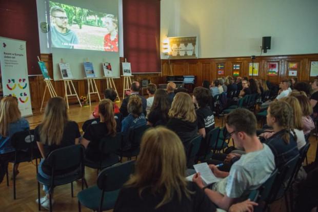 """Prezentacja wyników pracy nad pierwszą częścią projektu pt. """"Obcy stają się przyjaciółmi. Drogi z daleka do Gdańska i Bremerhaven"""""""